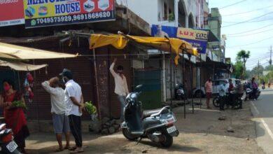 Photo of जिला मुख्यालय में बंद बाजार की खुली दुकानें