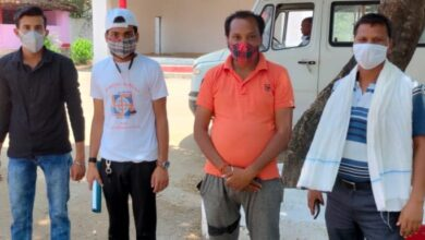 Photo of भाजपा महामंत्री सुरेंद्र साहू द्वारा ग्रामीणों और युवाओ को टीकाकरण हेतु किया जा रहा जागरूक