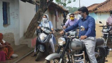 Photo of टीकाकरण के लिए लोगों की जागरूक करने शिक्षकों ने निकाली बाइक रैली