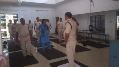 Photo of शहपुरा थाने में कराया गया योग अभ्यास