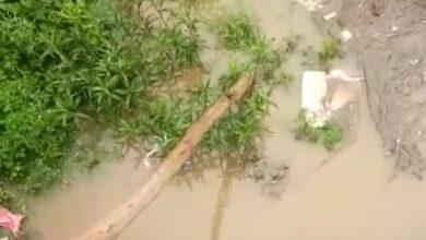 Photo of नाली पर अवैध निर्माण करने से घरों में घुसा पानी