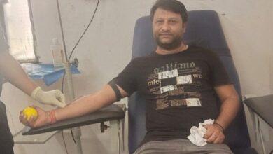 Photo of समाजसेवी आशीष वैश्य ने किया रक्तदान