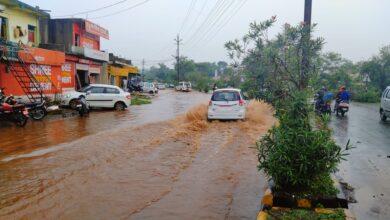 Photo of नगर विकास के दावों पर भारी, नदी बनती डिंडोरी की सड़कें