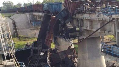 Photo of अनूपपुर बिलासपुर रेलमार्ग जाम पटरी में मालगाड़ी के 20 डिब्बे नदी में गिरे