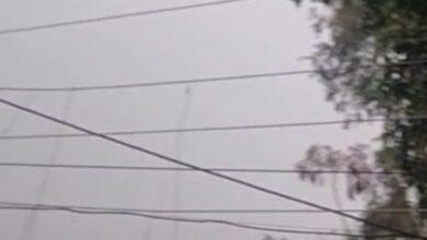 Photo of तारों के टकराने से निकलती है चिंगारी –  विद्युत विभाग पर लापरवाही  का आरोप