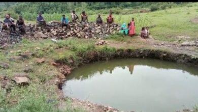 Photo of विक्रमपुर पंचायत के भदराटोला में पंचायत ने बनाया मौत का कुआं अधूरा पड़ा