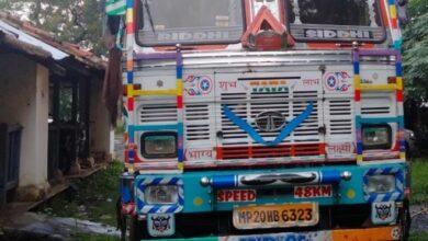 Photo of महिला कांग्रेस जिलाध्यक्ष के फरार पति का ट्रक पुलिस ने किया जप्त
