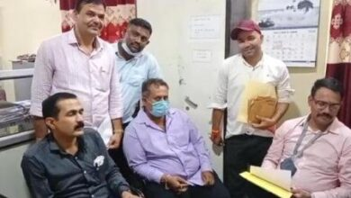Photo of जबलपुर कलेक्टर कार्यालय में लोकायुक्त टीम को देखते ही रिश्वत के रुपए फेंककर भागा सहायक पेंशन अधिकारी